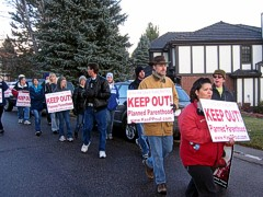 Picket at Weitz CEO Harnaday's home