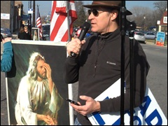 Eric Schiedler addresses pro-lifers at picket